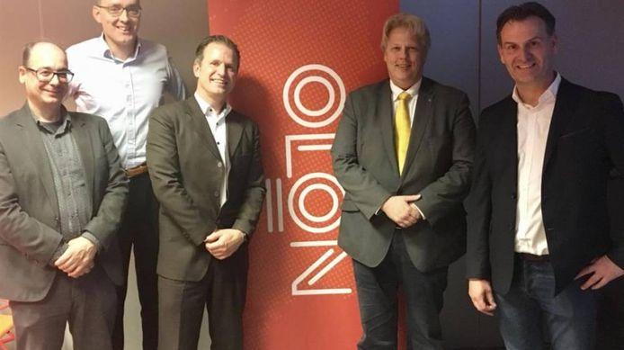 Flip van Willigen (derde van links) is gekozen tot secretaris in het bestuur van de OLON, de branchevereniging van lokale omroepen in Nederland