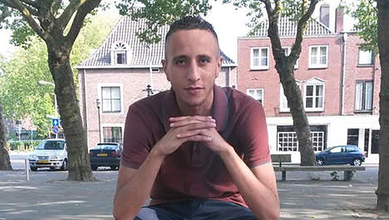 Ismail Houllich op 'zijn' bankje op het Nolensplein in Breda. Beeld