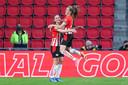 Vreugde bij doelpuntenmaaksters Joëlle Smits (links) en Romée Leuchter van PSV.