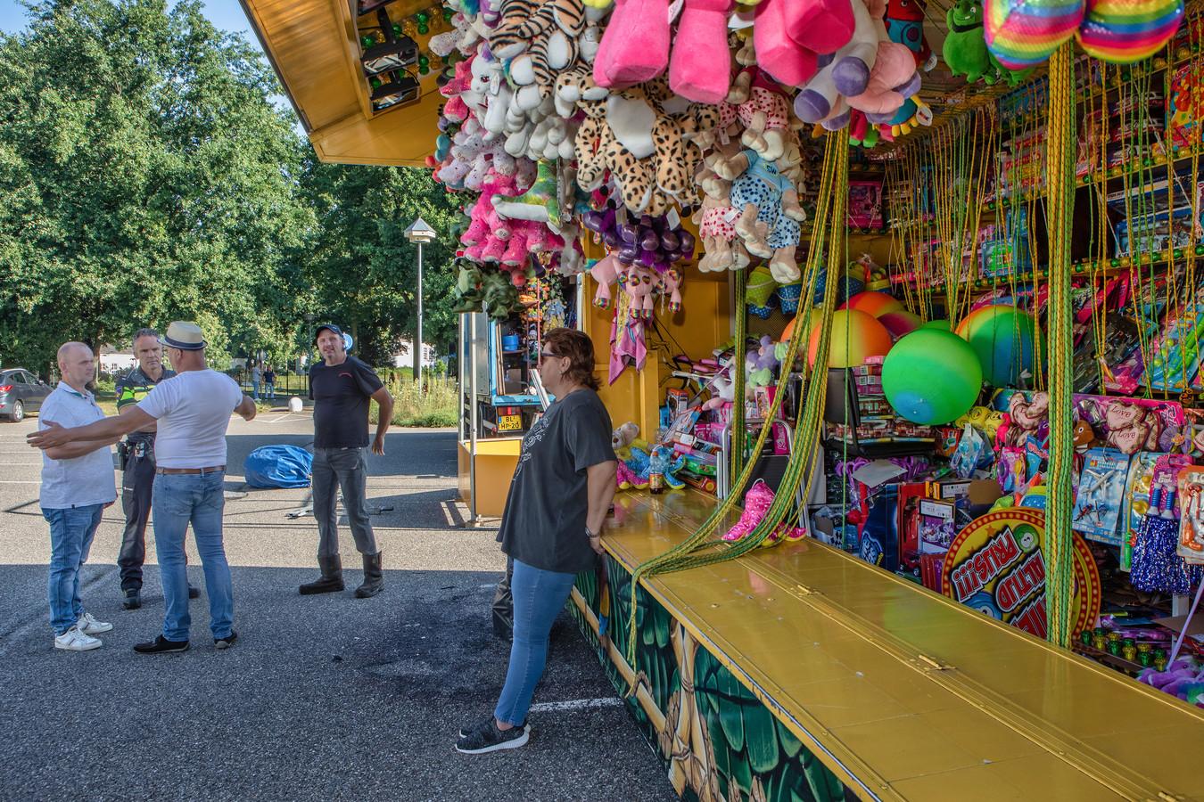Een aantal kermisexploitanten kwam vorig jaar augustus onaangekondigd met hun wagens naar het Slotjesveld in Oosterhout om daar een gratis kermis te houden uit protest tegen het huidige coronabeleid.
