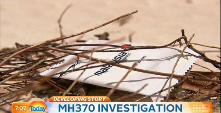 Het servetje in Malaysia Airlines-verpakking dat is aangespoeld op een strand aan de westkust van Australië. Beeld Screenshot
