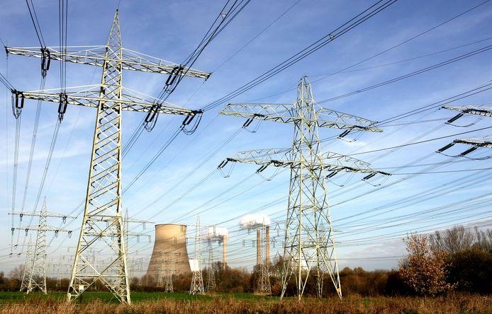 De Amercentrale en het woud aan elektriciteitsmasten in Geetruidenberg