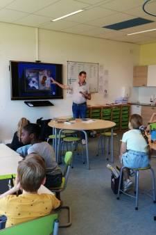 Bal hooghouden voor een boek: kinderboekenschrijvers geven lessen op basisschool