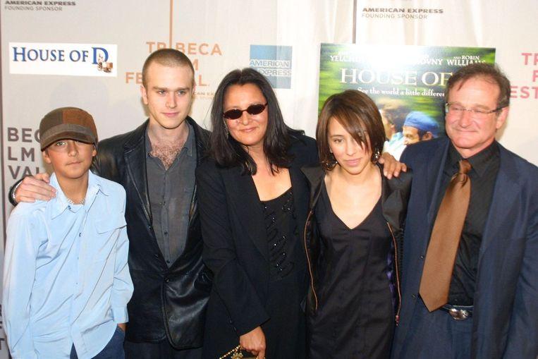 Robin Williams samen met zijn ex-vrouw Marsha en kinderen Zelda, Zack en Cody (2004) Beeld PHOTO_NEWS