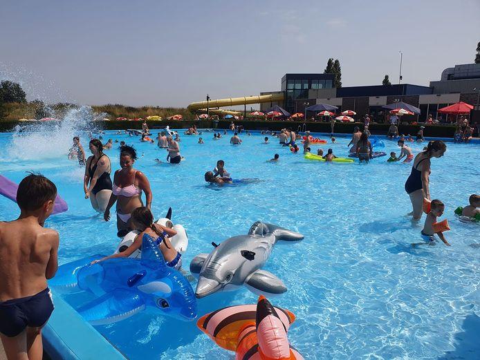 Zwembad Zuiderdiep in Stellendam blijft.