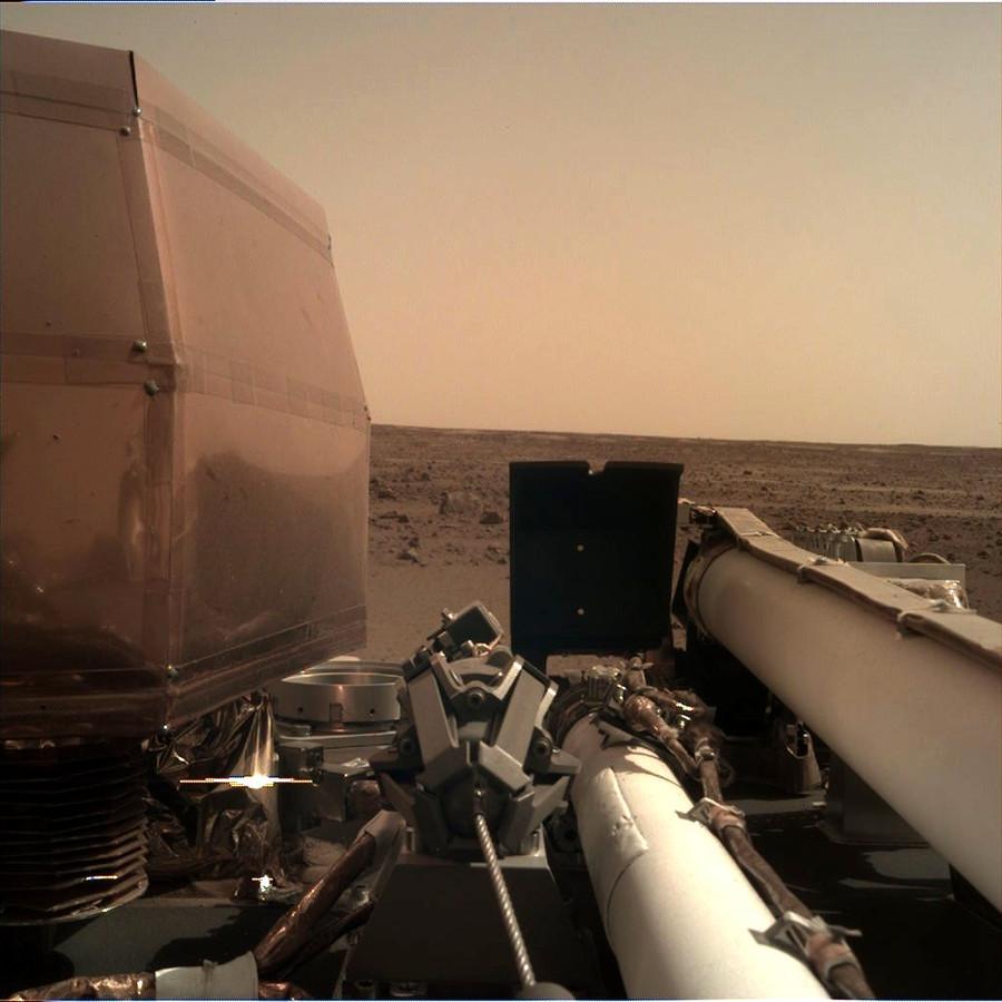 Het is hier prachtig, liet InSight weten vanaf het Marsoppervlak