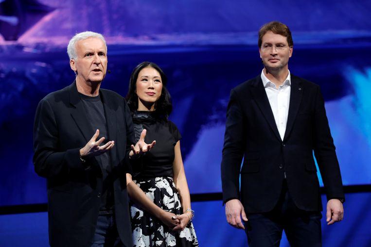 Regisseur James Cameron (links) van de 3D-film Avatar hielp bij de ontwikkeling. Beeld REUTERS