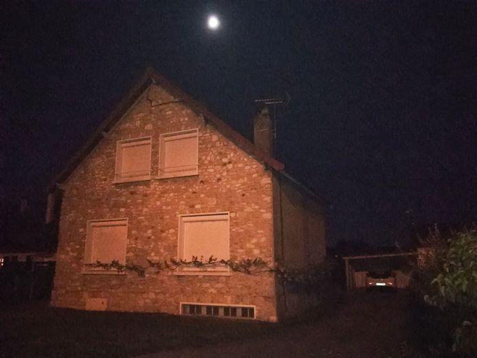 Une perquisition a été menée vendredi soir dans une maison de Limay (en région parisienne), dont l'adresse figure sur le passeport de l'homme arrêté.