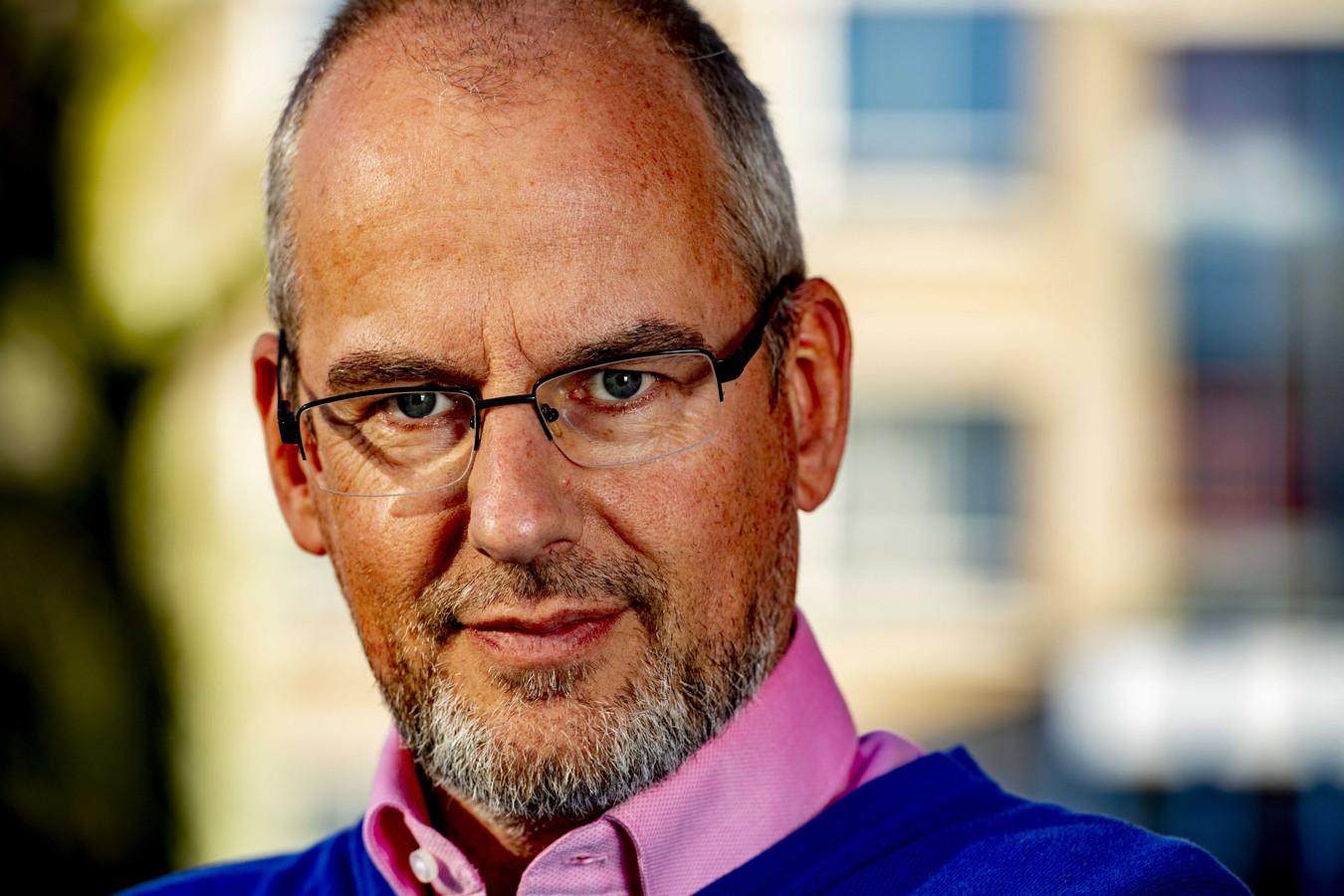 Haagse Raadsleden ergeren zich aan Arnoud van Doorn. Die zou veel te vaak raadsvergaderingen overslaan.  ,,Ik ben aan hen geen verantwoording schuldig.''