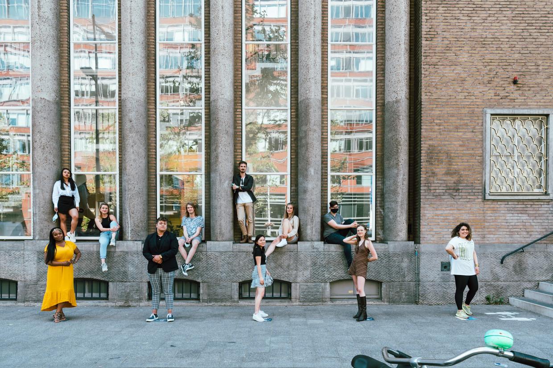 Burgerschapsonderwijs bij de lerarenopleiding maatschappijleer op de Hogeschool van Amsterdam. Op de foto staan voltijdstudenten van het eerste jaar. Beeld Rebecca Fertinel