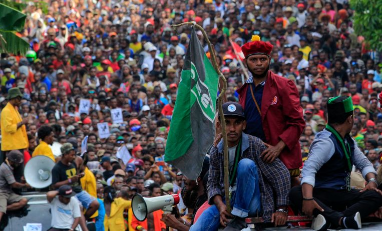 Duizenden demonstreren maandag in Jayapura, hoofdstad van de Indonesische provincie Papoea. Beeld EPA