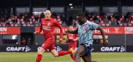Gigantische misser: Brobbey schiet penalty het stadion uit
