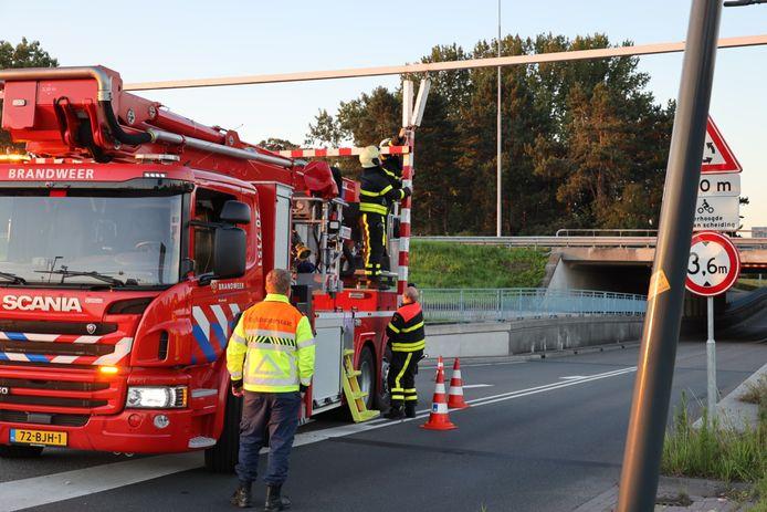 De waarschuwingsbalk voor het beruchte viaduct aan de Hertog Janstraat in Waalwijk is geramd door een vrachtwagenchauffeur.