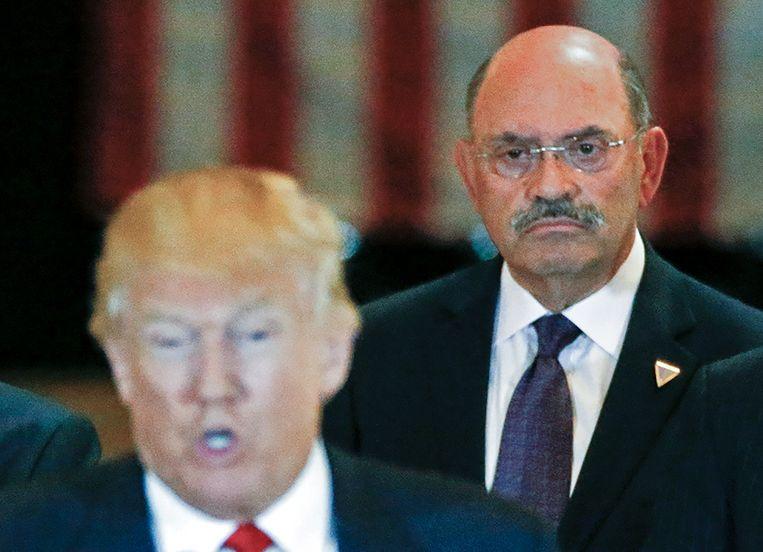 Financieel directeur van de Trump Organisation Allen Weisselberg in 2016 tijdens een persconferentie van toen nog presidentieel kandidaat Donald Trump in de Trump Tower in New York. Beeld REUTERS