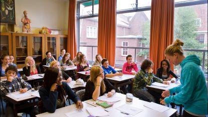 """Onze opinie: """"Een uurtje minder Nederlands om kinderen wat wereldwijzer te maken, dat hoeft geen ramp te zijn, toch?"""""""