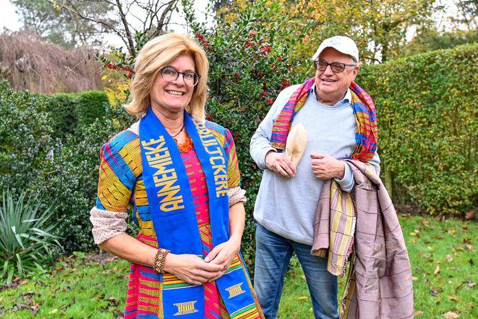 Annemieke de Bruijckere en Toon Oomen van de pas opgerichte Stichting Onderlinge Samenwerking St. Anthony's Hospital (SOSSAH) in de Ghanese stad Dzodze.