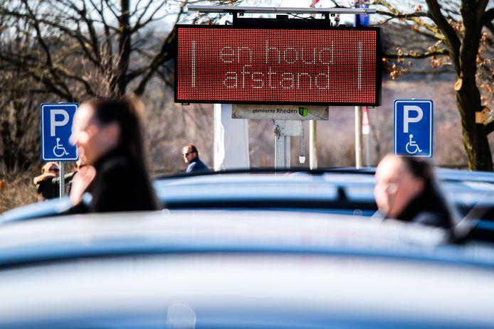 De gemeente Rheden en Natuurmonumenten willen drukte op de Posbank voorkomen.