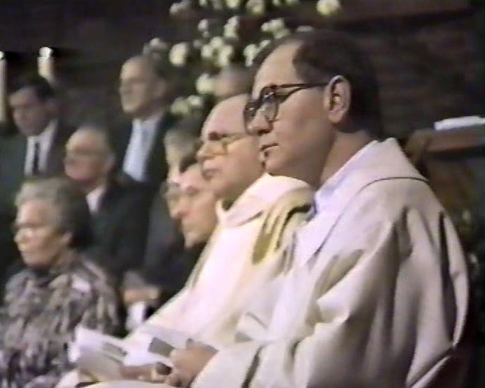 Acolieten tijdens de Moergestelse nachtmis van 1987