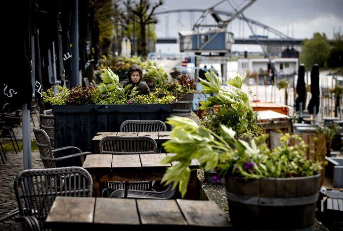 Wie een terrasje wil pakken, moet zijn moment goed uitkiezen.