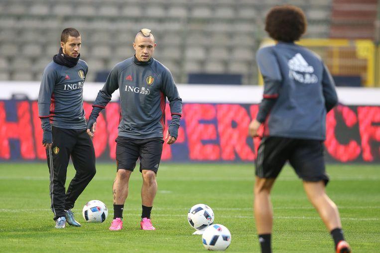 Rode Duivels Eden Hazard, Radja Nainggolan en Marouane Fellaini tijdens de training die gisteren plaatsvond. Beeld BELGA