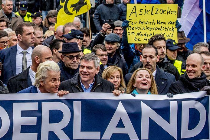 De PVV-demonstratie van afgelopen zaterdag. Helemaal rechts de Rotterdamse lijsttrekker Maurice Meeuwissen.