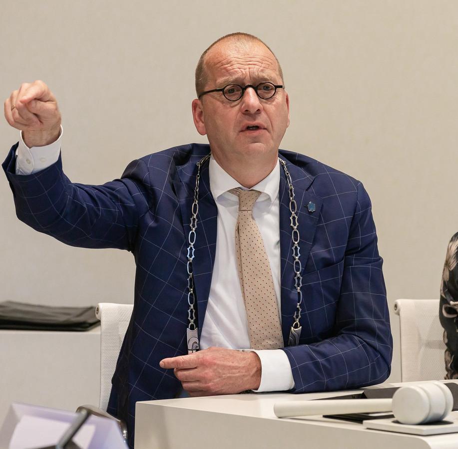 Theo Segers neemt afscheid als burgemeester van Staphorst. Hij treedt 13 januari aan in de gemeente Molenlanden als burgervader.