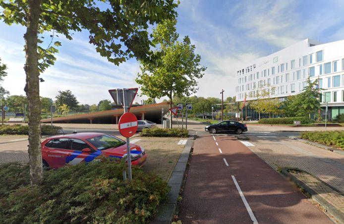Het fietspad richting de fietsenstalling van station Europapark
