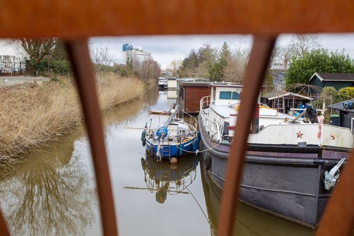 Woonboten op het Afwateringskanaal bij de Beatrixhaven in Eindhoven