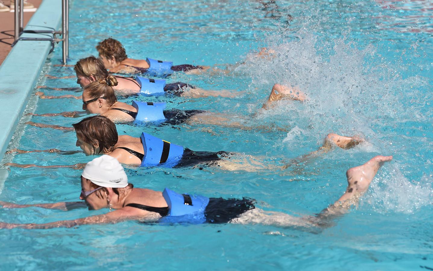 Aquajoggen in zwembad De Goudvijver in Serooskerke