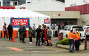 Mensen schuiven aan bij een testcentrum in de Nieuw-Zeelandse hoofdstad Wellington.