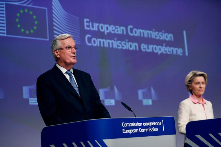 EU-onderhandelaar Michel Barnier en Europees Commissievoorzitter Ursula von der Leyen tijdens de persconferentie over de Brexitdeal. Beeld AP