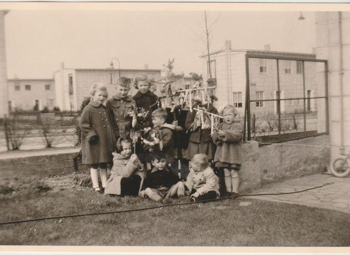 Palmpasen in 1956 in de Duindoornstraat.