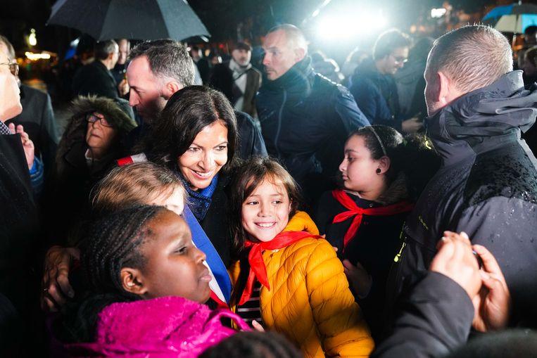 Hidalgo gaat op de foto met de toekomstige topbestuurders van Parijs.  Beeld Edward Berthelot / Getty