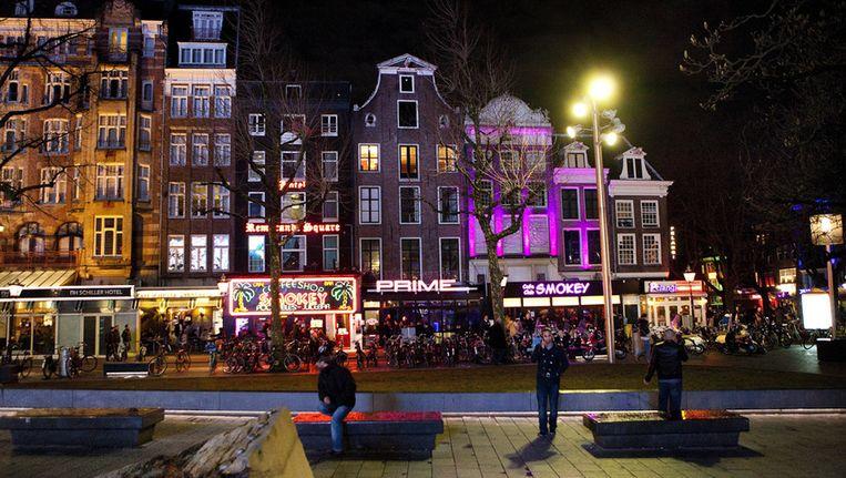 Drukte op zaterdagavond rond de uitgaansgelegenheden op het Rembrandtplein in Amsterdam. Foto © anp Beeld