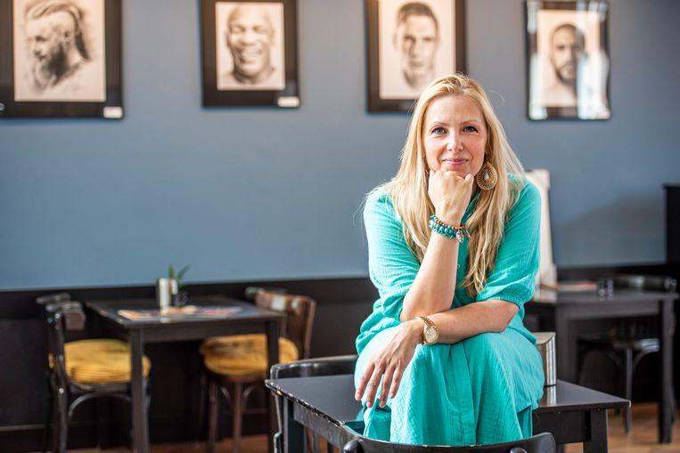 Yvette Bavelaar exposeert in Parkvilla: 'Iedereen kwam op me af na Sterren op het doek.' Beeld Merel Klijzing