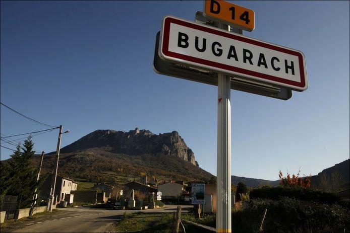 Het dorpje met amper tweehonderd inwoners is een bedevaartsoord geworden voor zij die geloven in de magische krachten van de berg.