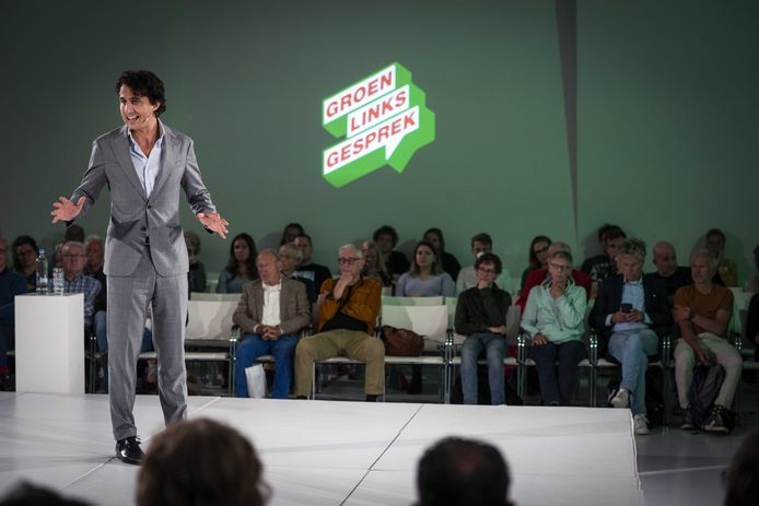 Jesse Klaver tijdens een bijeenkomst van GroenLinks over de formatie.