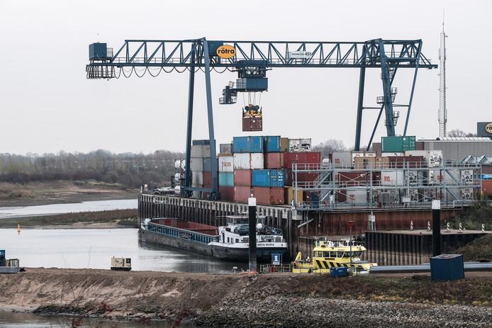 De terminal aan de IJssel; Rotra verwacht in 2020 aanzienlijk meer containers te laden en lossen in Doesburg dan in 2019.