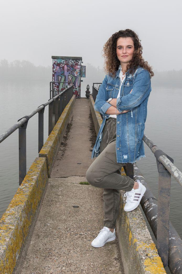 """Tessa van Driel bij de Oude Maas: ,,Mijn bikinibroek werd hier naar beneden getrokken."""""""