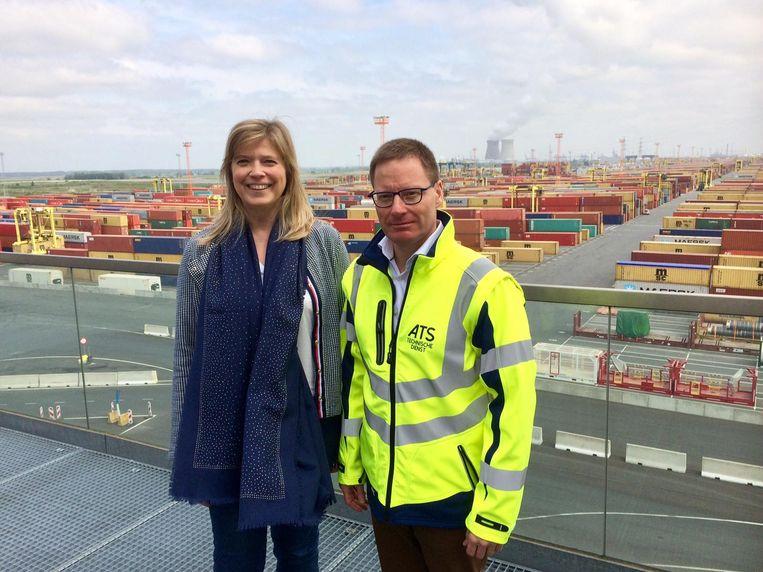 Woordvoerster Caroline Creve en technisch directeur Yannick Bertrains van PSA.