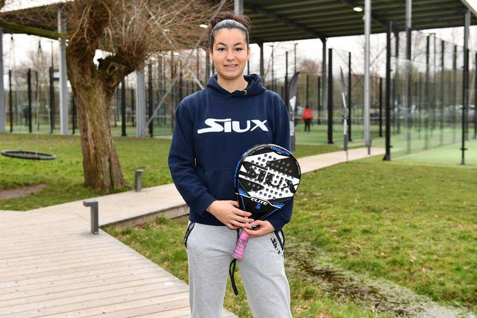 Shana Oyen kreeg snel de padelmicrobe te pakken en staat nu in voor de trainersopleidingen in Antwerpen.