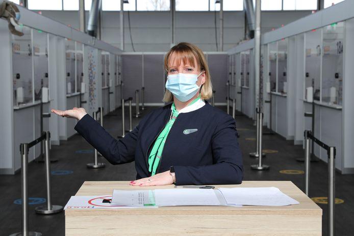 Stewardessen van Transavia worden de komende maanden ingezet ter ondersteuning van de  vaccinatiecampagne.
