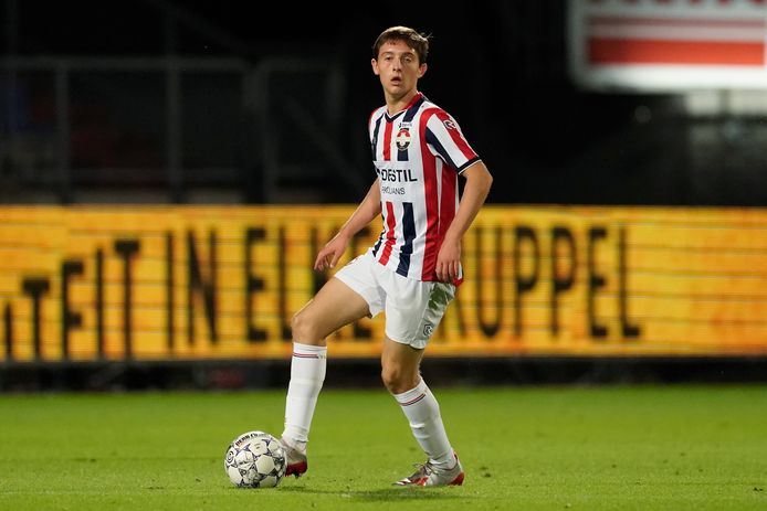Rick Zuijderwijk tijdens zijn debuutwedstrijd voor Willem II tegen Vitesse.