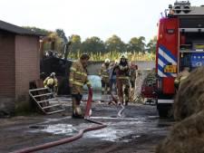 Loader verwoest door brand bij agrarisch bedrijf in Loosbroek