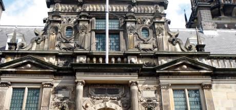 Deel klokken carillon stadhuis verwijderd voor restauratie