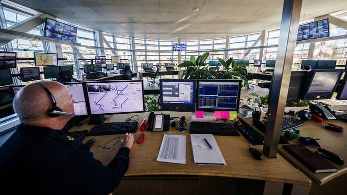 Een brugbediener aan het werk. Foto ter illustratie.