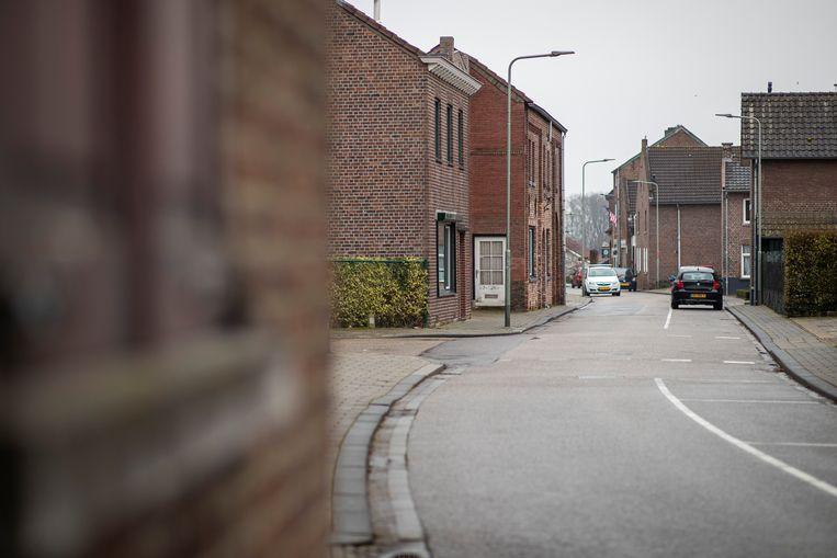 Voor een verhaal over het echte Stein waar afgelopen zaterdag op een van de eerste plekken rellen begonnen maakte we een ronde door het Limburgse dorp. Hier op de foto een sfeerbeeld in het zogenaamde oud Stein, het karakterestieke deel van het dorp. Beeld