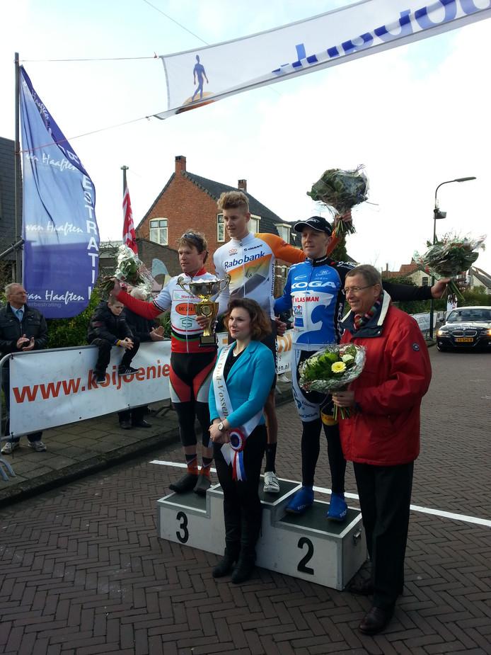 Het erepodium bij de heren van de Ronde van Oud-Vossemeer.