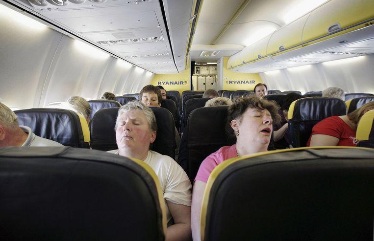 Het dilemma, volgens Jan Mertens van denktank Oikos, is dat steeds meer mensen het zich vandaag kunnen veroorloven het vliegtuig te nemen, net nu er minder gevlogen zou moeten worden.  Beeld Getty Images