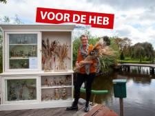 Fleurige cadeaus in vitrinekast op de brug VAN JUUD: 'Alles in goed vertrouwen'